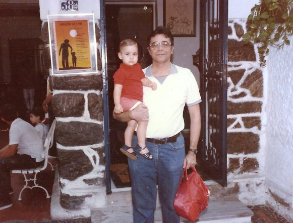 Indo para a escola em 1984.