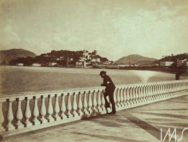 Georges Leuzinger. A Glória vista do Passeio Público, c. 1865. Rio de Janeiro, RJ / Acervo IMS