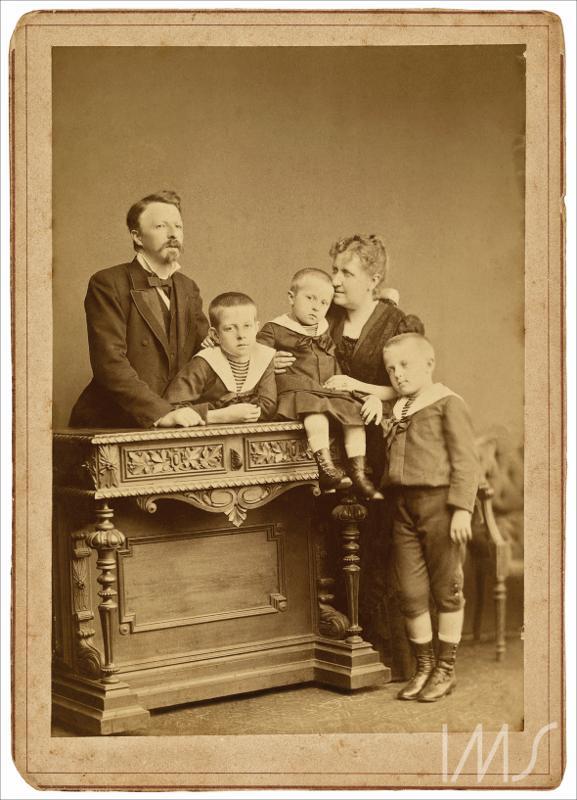 Princesa Isabel, Conde D'Eu e os filhos D. Pedro de Alcântara, príncipe do Grão-Pará, D. Luís Maria e D. Antônio Gastão Henschel, Alberto.