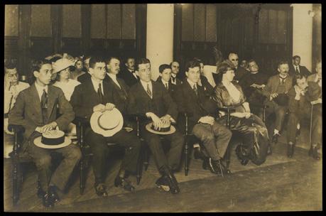 Parte do auditório da lição inaugural do curso de Biblioteconomia, na Biblioteca Nacional, em 10 de abril de 1915.