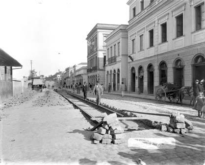 Guilherme Gaensly. A imagem zero. Obras na Rua 25 de Março, 5 de julho de 1899. São Paulo, SP / Acervo da Light