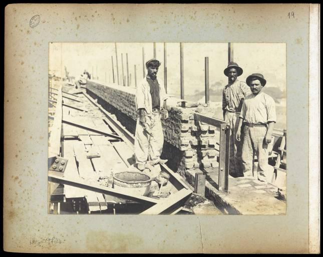 Biblioteca Nacional : Construção, telhado - 02 Acervo: BNDigital
