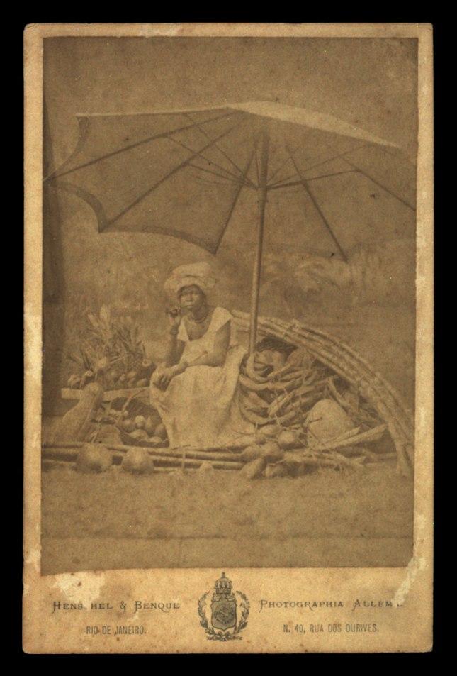 Albert Henschel. Negra Vendedora de Frutas, c.1870 / Acervo FBN